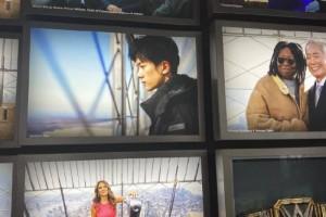 优秀易烊千玺照片登上纽约帝国大厦名人墙