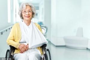 老年性骨质疏松常有3个特色家里有白叟的可对照看看