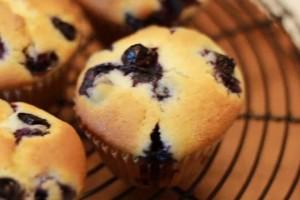蓝莓芝士马芬1烤盘都是蓝莓的香气甜而不腻不由得吃了4个